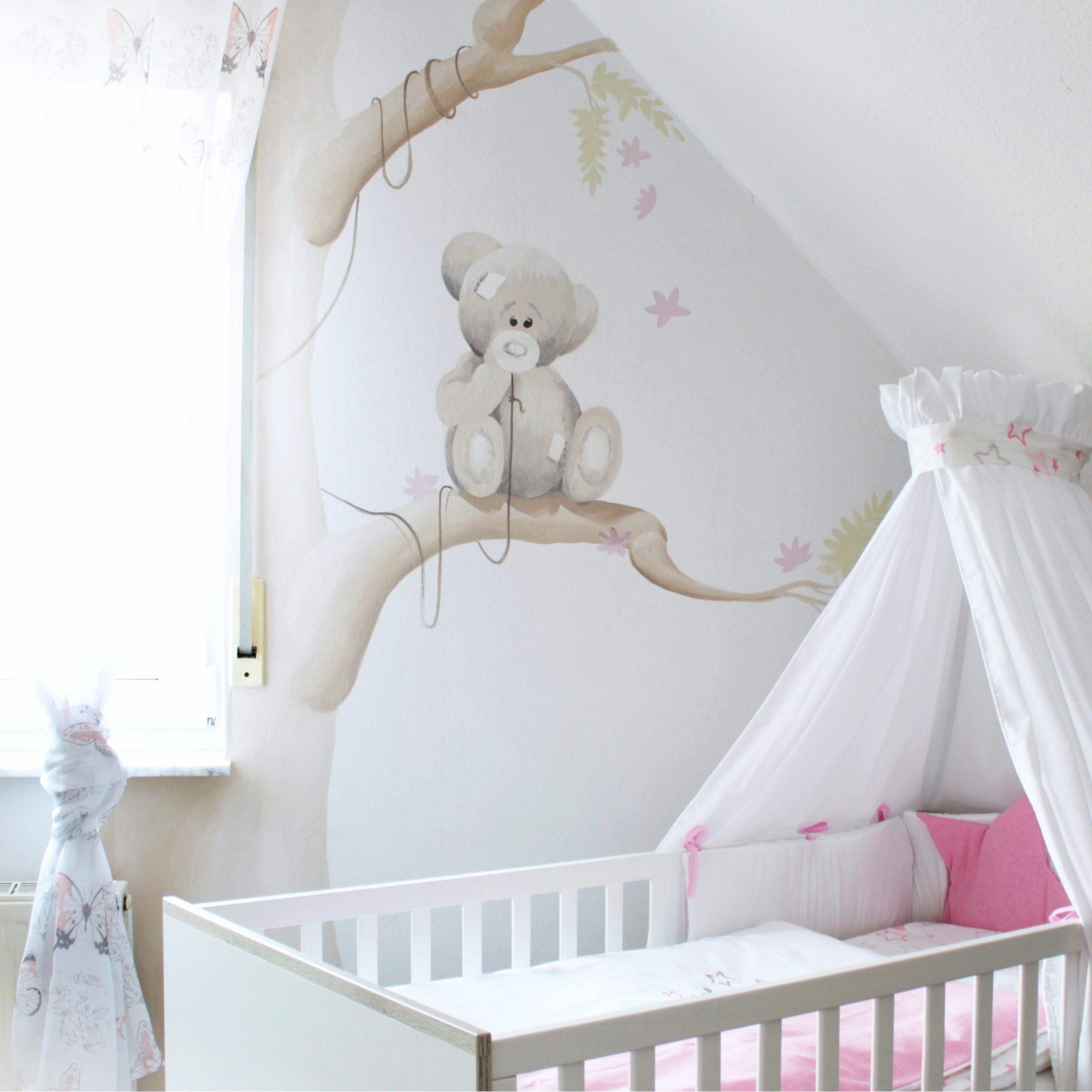 Kinderzimmer mit Teddybär