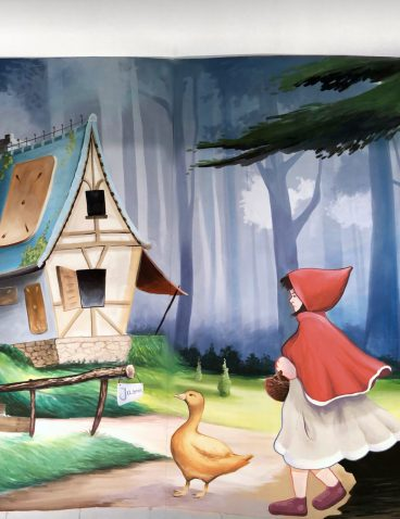 Kinderzimmer mit Märchenmotiven